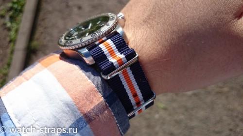 Ремешок NATO G10 Royal на руке