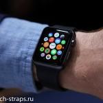Умные часы Apple Watch на руке