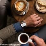 Умные часы Moto 360 на руке