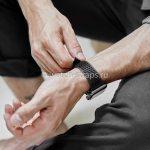 Черный ремешок Noomoon LABB на часах Apple Watch